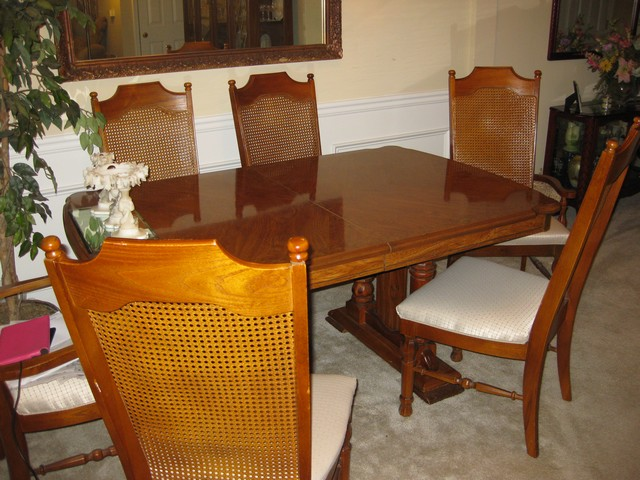 Broyhill Dining Table W 6 Chairs Matching Hutch Ebay