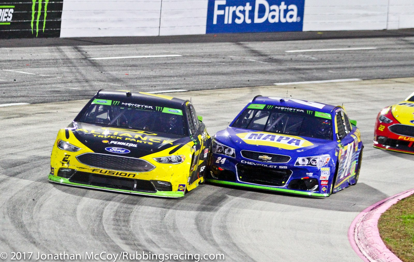 MENCS: Kyle Busch drives by late wrecks, wins First Data 500 ...
